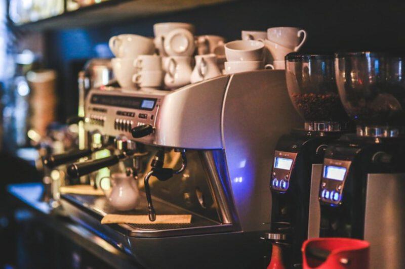odkamienianie ekspresu do kawy